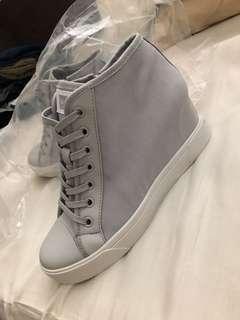 🚚 DKNY grey shoes
