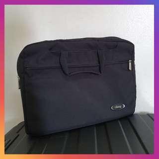Jeep Laptop Messenger Bag Black 15inch