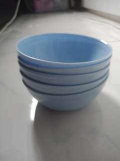 🚚 Plastic bowls