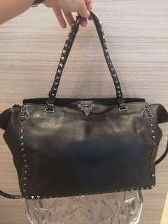 🚚 Preloved Valentino Garavani  Rockstud medium leather tote