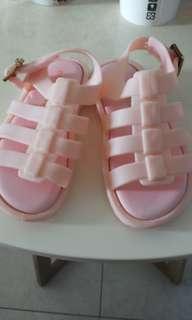 🚚 女寶涼鞋約14cm
