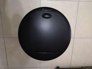 Trash Bin with Battery Operated Sensor