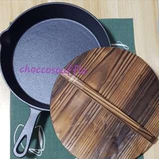 New arrival!Cast iron pan 26cm with lid