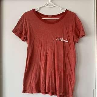 🚚 brandy melville red california tee