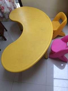 Meja anak informa dan 2 kursi anak leradi