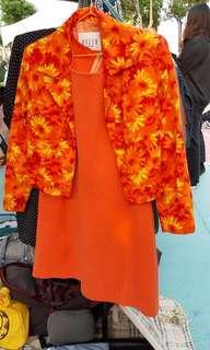 (免運)經典復古亮橘色菊花套裝(外套+洋裝)