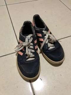 Sepatu sneakers sport adidas pink
