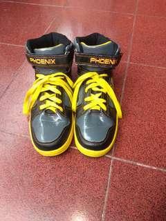 Sepatu sport ukuran 38