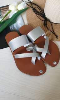 (In stock) Loop clip toe sandal