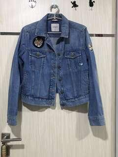 Denim Jacket Colorbox with patches