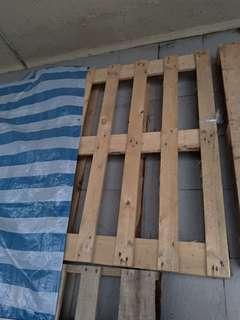 Wood pallet x2木卡板兩塊
