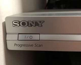 Sony DVD/CD player with remote control