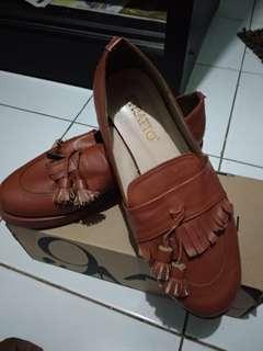 sepatu strato
