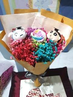 Graduation crayon shin Chan & xiaobai baby breaths bouquet with rose