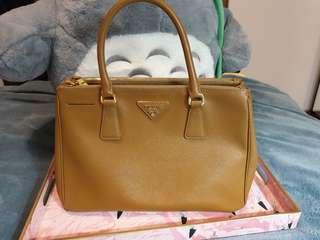 🚚 Prada Medium Saffiano Bag