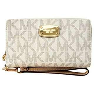 Michael Kors Jet Set Large Flat Multifunction Phone Case Wristlet. 60% OFF Clearance Sales original price: MYR690!