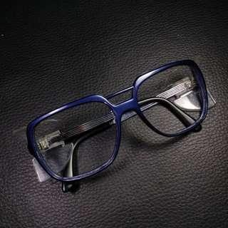 Frame Kacamata Sayap
