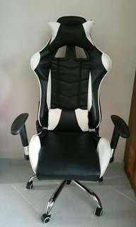🚚 Computer gaming chair
