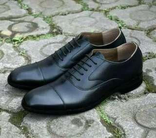 Sepatu pantofel dari kulit pullup asli