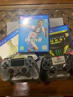 Playstation 4 with 2 controller and 3 Games