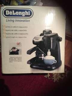 🚚 Delonghi Coffee Maker
