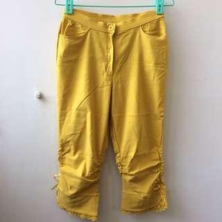 亮黃抓皺蕾絲彈性七分褲