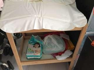 Diapers change table