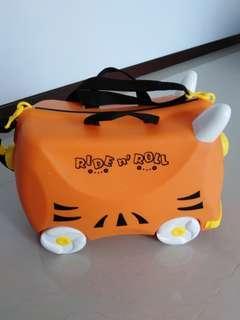 🚚 Kids luggage Ride n Roll