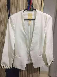White Blazer / blazer putih