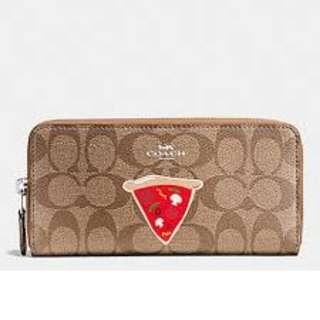Coach NYC PIZZA SLIM ACCORDION ZIP WALLET IN SIGNATURE.  60% OFF Clearance Sales original price: MYR349!