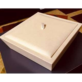 Kotak Glossy Cream Berkilauan Chipboard Cantik untuk Hantaran Kahwin atau Hadiah / Fancy Glossy Glitter Cream Chipboard Box for Wedding or Gifts