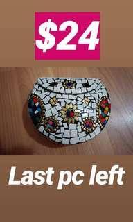 Mosaic clutches