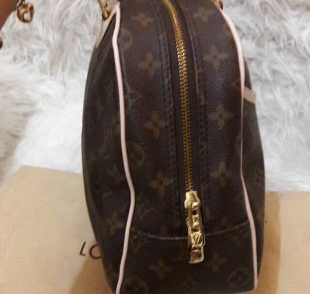 Tas Louis Vuitton Authentic made in France with no seri murahh cakepp .