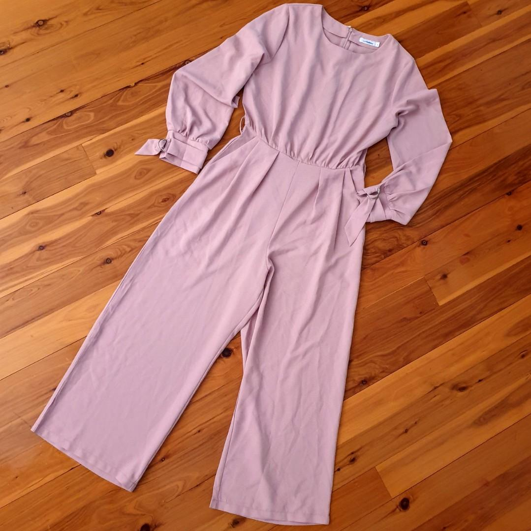 Women's size 8 'MISS VALLEY' Stunning mauve long sleeve wide legged jumpsuit - AS NEW