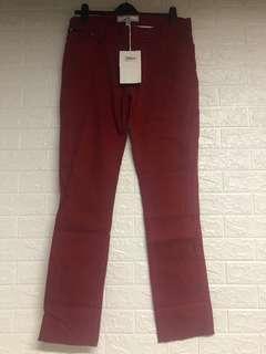 Initial 褲