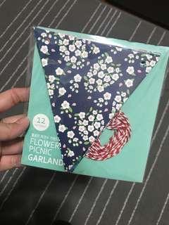 Flowery Picnic garland