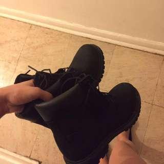 Timberland women's all black size 7