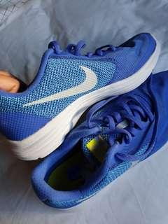 NEW Nike shoes
