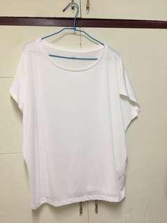 🚚 UNIQLO白色上衣