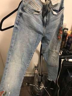 Zara Light embroidered jeans size 6