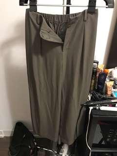 Uniqlo wide legged pants size small