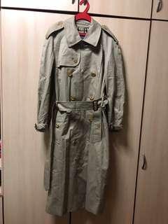 🚚 Burberry trench coat