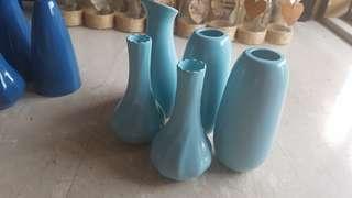 🚚 Light blue vases