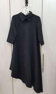 🚚 Black asymmetrical collar dress