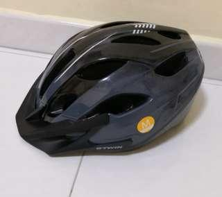 BTWIN Bicycle Helment (size M)