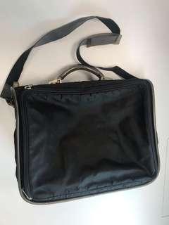 Super rare , discontinue (經典絕版)large Mandarina Duck shoulder bag