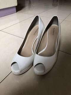 Heels Putih Platform