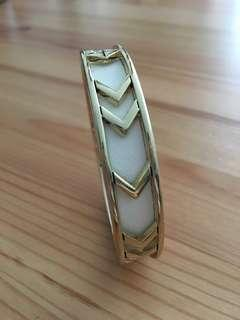 🚚 Aztec Bangle - white and gold