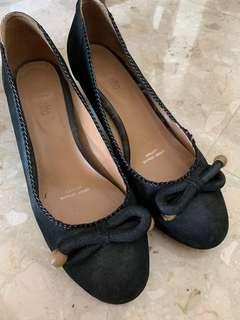 🚚 Black Pumps with Bows