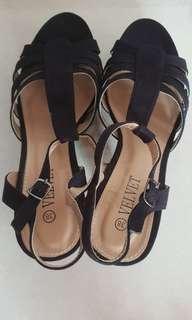 STEAL velvet heels
